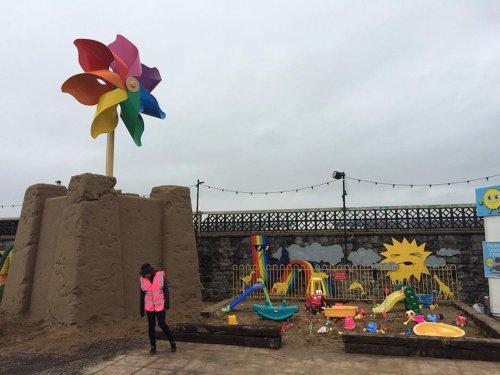 Добро пожаловать в Dismaland, самый мрачный парк аттракционов от Banksy (18 фото)