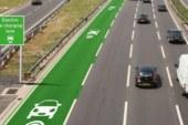 В Великобритании тестируют дороги, которые подзаряжают электромобили во время движения (3 фото)