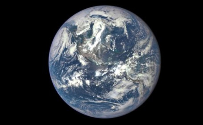 Фото планеты Земля — вид сверху.