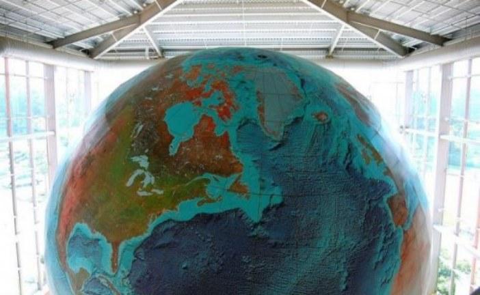 Крупнейший в мире глобус Земли «Eartha» (8 фото)