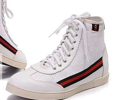 Оригинальная шнуровка ботинок.