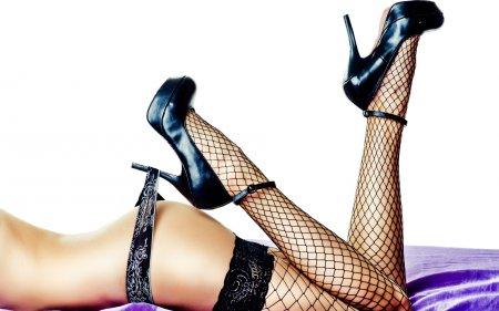 Девушки на фото. Стройные ножки.