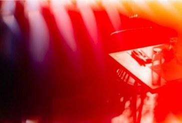 Фото игры со светом от Бен Стокли.